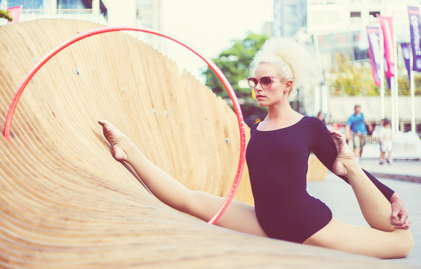 Hula hoop performer Lisa Lottie<br />