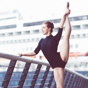 Ballet dancer en pointe - Développé a la seco