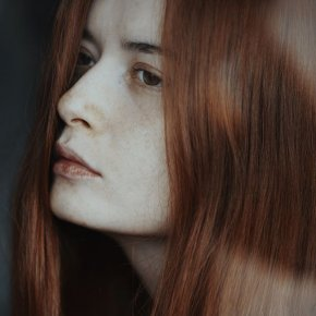 A simple portrait by Alessio Albi
